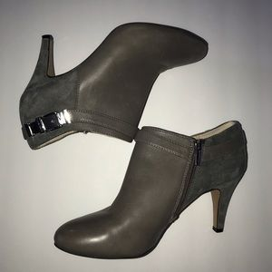 Vince Camuto Gray Leather Vanny Ankle Boot Sz 8.5